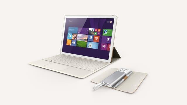 Una Huawei MateBook con el dock de conexión