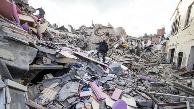 Al menos 247 muertos por el devastador terremoto en Italia