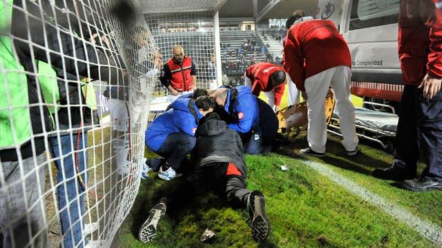 Matías Orihuela (Quilmes) recibió un planchazo a la altura del cuello de parte de Furios (Patronato) y tuvo que irse en ambulancia.