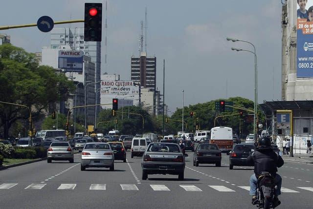 Muchos motociclistas no respetan los semáforos en rojo