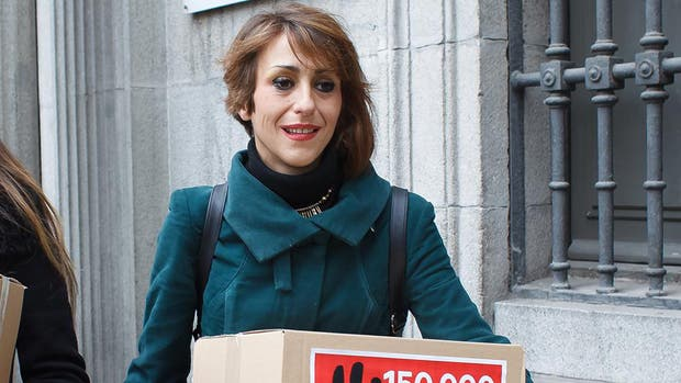 España: ordenan detener a una madre que no le quiso entregar sus hijos al padre condenado por maltrato