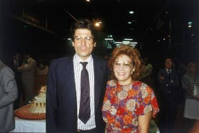 Osvaldo Papaleo, junto a Irma Roy, en la fiesta de Clarín de 1989
