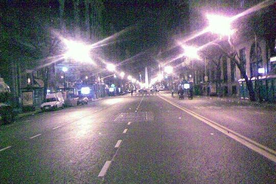 Diagonal Norte a las 2 am. Foto: lanacion.com / @msolamaya