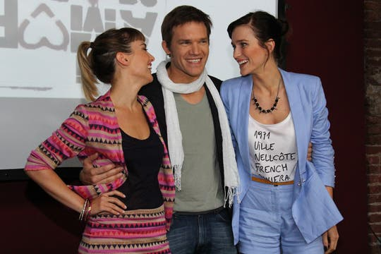 Juan Gil Navarro, Jazmín Stuart y Brenda Gandini son los protagonistas de Mi amor, mi amor, la nueva tira de Telefé. Foto: LA NACION / Guadalupe Aizaga