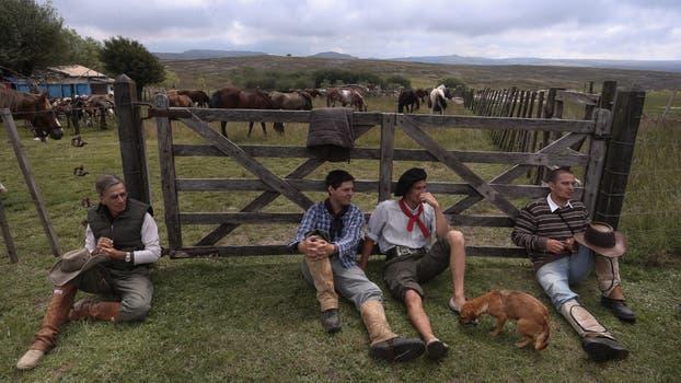 El recorrido les llevó seis días y llegarán hoy por la tarde al pueblo. Foto: LA NACION / Diego Lima