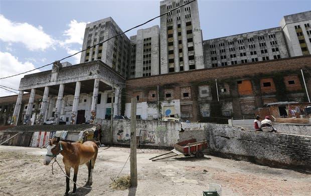 El proyecto para el edificio prevé demoler los pisos superiores y conservar sólo las tres primeras plantas