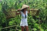 Con un sombrero típico de Indonesia en las Terrazas de Arroz Tagalalang.