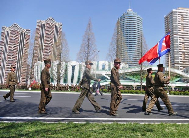 Construcciones. La inauguración de la calle Ryomyong, en el centro de Pyongyang, mostró un nuevo complejo residencial, que cuenta con negocios, restaurantes y cines