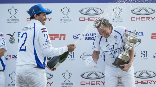 Cambiaso festeja con Jornayvaz en el podio de San Isidro; son socios en cría, pero Bob quiere hacer más negocios en el país