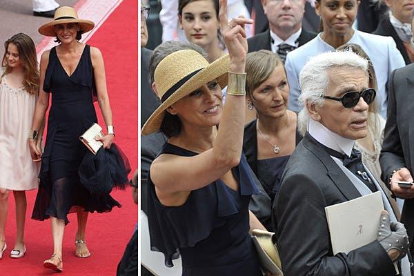 Con un look demasiado casual para la ocasión, la legendaria modelo Inés de la Fressange estuvo acompañada por el diseñador de Chanel, Karl Lagerfeld. Foto: Reuters/AP/AFP/EFE