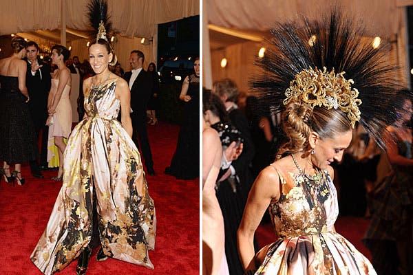Sarah Jessica Parker eligió un vestido de Giles Deacon, con pollera con mucho volumen. ¡Nos encantó el peinado!. Foto: AP, AFP y Reuters