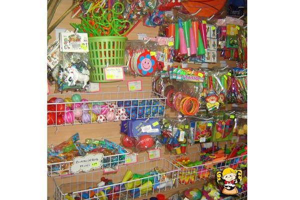Podés encontrar todo tipo de cotillón, adornos y souvenirs del festejo. Foto: Foto: Gentileza Melody Repostería