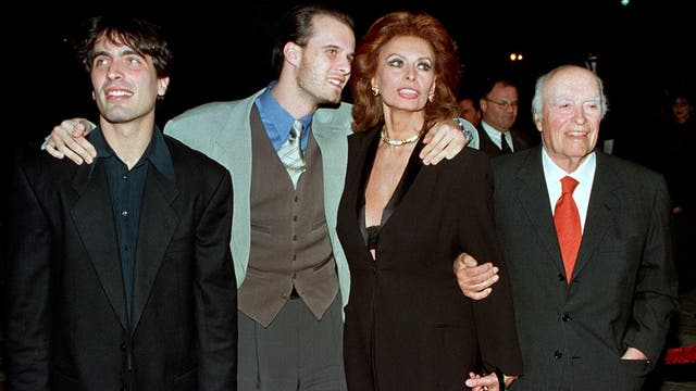 Loren y Ponti junto a sus dos hijos, Carlo y Eduardo