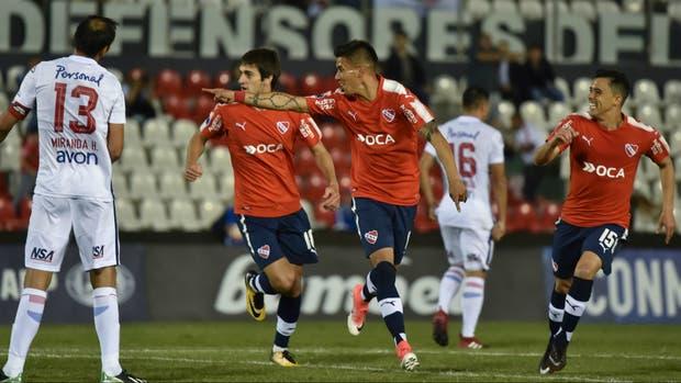 El Rojo, a un paso de las semifinales tras golear en Paraguay
