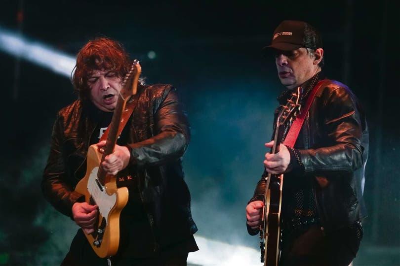 """""""Sarco"""" y Juanse mostraron la vigencia de sus canciones y del sonido stone"""