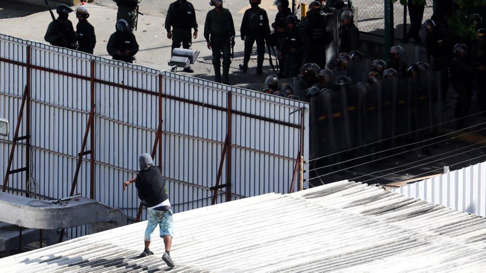 Enfrentamientos entre manifestantes y la Guardia Nacional durante el paro de 48 horas convocado por la oposición. Foto: Reuters / Marco Bello