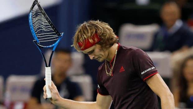 La furia del alemán, que rompió su raqueta