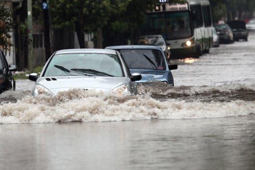 La intensa lluvia que cayó durante toda la noche y la mañana afectó a gran parte de la ciudad de Buenos Aires y algunas zonas de la provincia. Foto: LA NACION / Ricardo Pristupluk