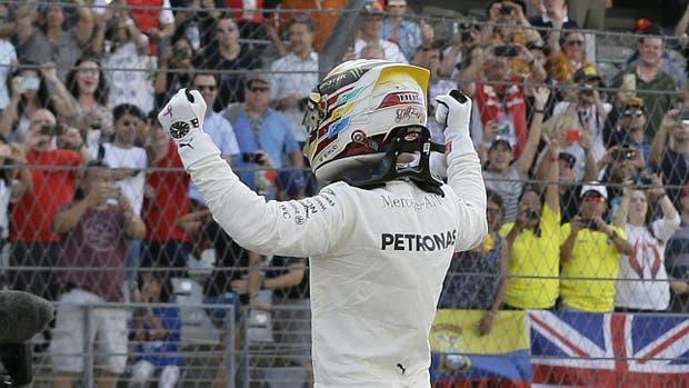 Lewis Hamilton dominó el viernes en Austin