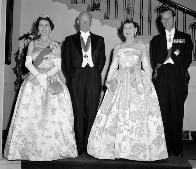El presidente Dwight Eisenhower y la primera dama Mamie, recibieron a los reyes en la Casa Blanca el 17 de octubre de 1957. Foto: AP