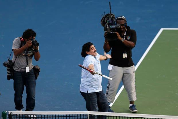 Juan Martín Del Potro y Diego Maradona pelotearon en el Abierto de Dubai.  Foto:Reuters
