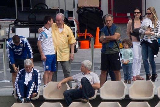 La última foto junto a Messi, durante un entrenamiento  en el Mundial de Brasil 2014. Foto: Archivo / Fabián Marelli