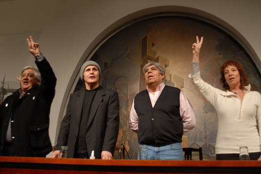 Favio, junto a Hugo Moyano en un acto político.