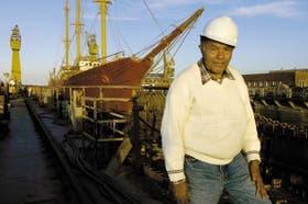 Augusto Timoteo da Cruz tiene 77 años. Llegó a Buenos Aires a los 23 buscando a su madrina, que ya vivía aquí. Siempre trabajó reparando barcos en Ensenada, donde vive