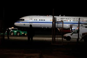 El avión presidencial Tango 01, en el aeropuerto de Río Gallegos