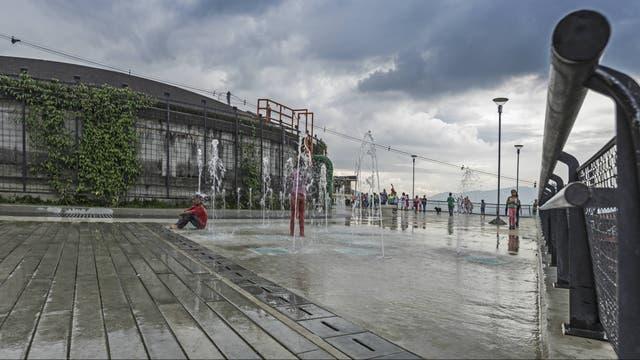 Se comparte y hace uso del aire libre en parques comunitarios, asfaltados