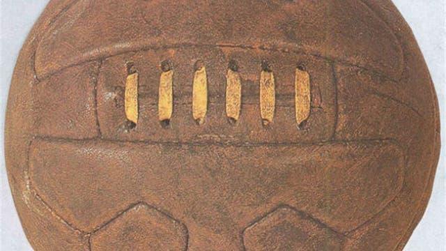 1934, Italia: la Federale 102se hizo, al igual que en primer Mundial, en la Argentina. Era un nuevo modelo donde la costura era por dentro para evitar problemas para los jugadores. Foto: Archivo