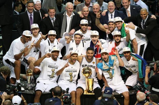 Los Spurs de Manu Ginóbili, nuevamente campeones de la NBA.  Foto:Reuters