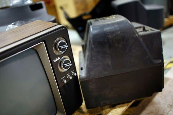 Los viejos modelos analógicos deberá emplear un conversor especial, que algunos nuevos televisores ya traen incorporado