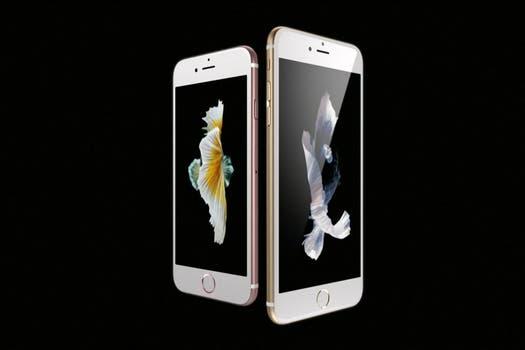 Apple también renovó su linea de teléfonos iPhone.
