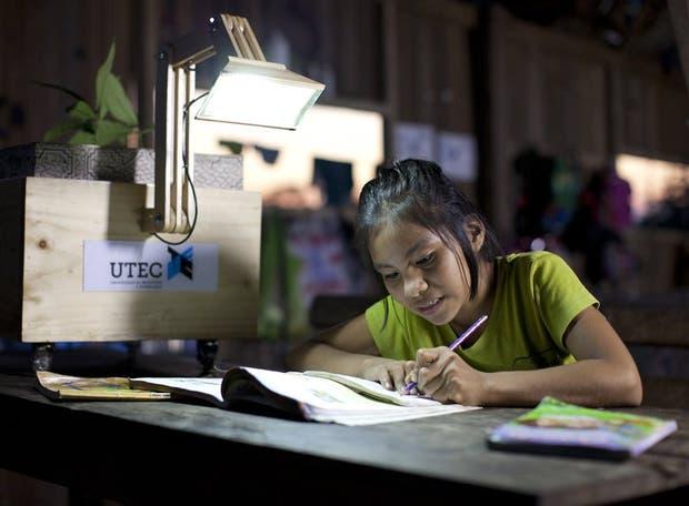 Plantalámparas, el proyecto que cambió la vida diaria de los habitantes de Nuevo Saposoa