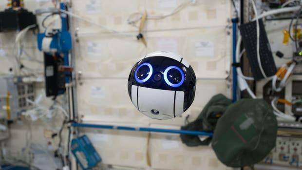 Int-Ball puede ser controlado desde la Tierra y permite facilitar las tareas de la tripulación de la Estación Espacial Internacional a la hora de registrar fotos y videos