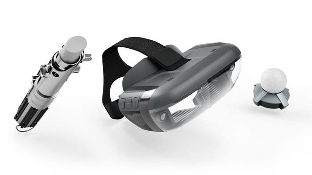 El kit de Star Wars está compuesto de la empuñadura del sable laser virtual, un sensor de movimiento y el visor de realidad aumentada que funciona con un smartphone
