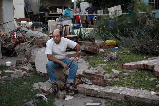 Leonardo Jaruchavsky; el agua hizo ceder las medianeras y se salvó de milagro. Foto: LA NACION / Ignacio Coló