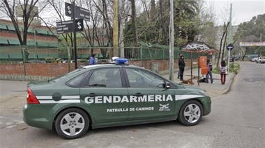 The gendarme communicated by the radio to find his son