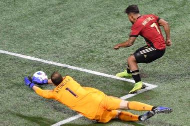 Joseph Martinez converts Atlanta's first goal to Martino's home match
