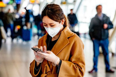 La protección y el distanciamiento social especialmente en los aeropuertos y los vuelos es clave para evitar el contagio del COVID-19, según los expertos