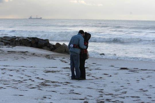 Mar del Plata amaneció con sus playas cubiertas de nieve, el frío polar se hace sentir a largo de todo el país con temperaturas bajo cero. Foto: LA NACION / Mauro V. Rizzi