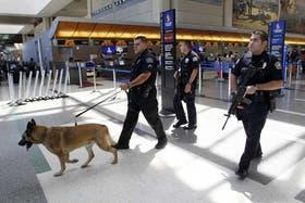 En el aeropuerto de Los Angeles, como en todo Estados Unidos y en muchos países, fueron reforzadas las medidas de seguridad