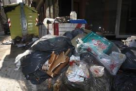 Residuos y escombros en el mismo lugar