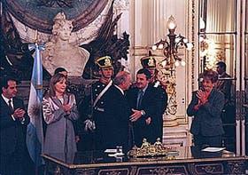 El Presidente toma juramento a Morales ante la mirada de Felgueras