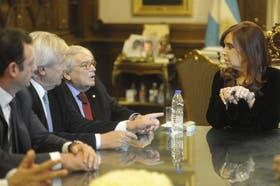 La Presidenta junto a las autoridades de la UIA