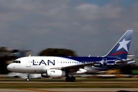 LAN suspendió vuelos desde Aeroparque, por conflictos gremiales