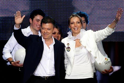 Juan Manuel Santos celebra con su mujer, Maria Clemencia y sus hijos Esteban, María Antonia y Martín, tras su triunfo en 2010. Foto: Archivo