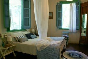 Decorá con color: cómo equipar tu cuarto en azul y blanco