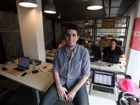 Tomás Escobar, el creador de Cuevana, ganó el MIT con su sitio educativo, Acámica